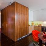 Dąb wędzony czy drewno egzotyczne – która podłoga jest lepsza do salonu?