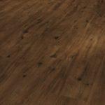 Dlaczego dębowe podłogi rustykalne cieszą się popularnością?