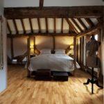 Jak podłoga szczotkowana podnosi jakość pomieszczenia?